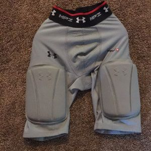 Under armor mpz 3 compression shorts with pads